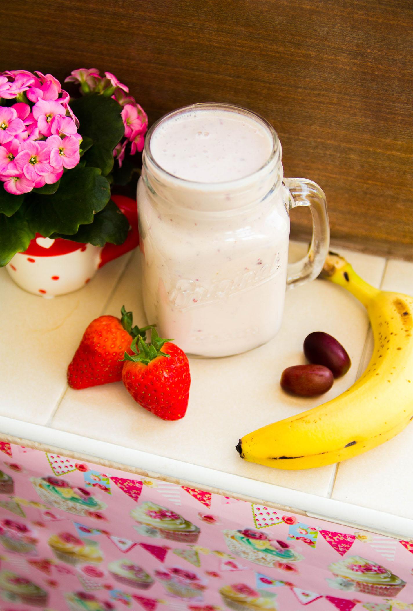 Strawberry Banana Smoothie #healthy #smoothie #summer #dairyfree #sugarfree #lowsugar #protein #breakfast